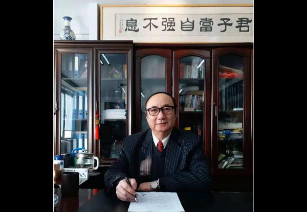 伊春— 副总经理校长杜景闻—